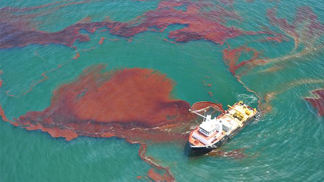 2 Cara Mengatasi Pencemaran Air Laut Akibat Tumpahan Minyak Materikimia